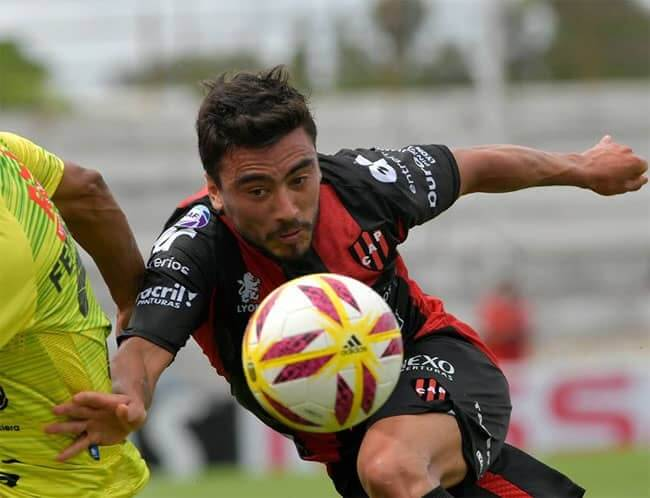 Patronato garantizó la continuidad de uno de sus referentes. Finalmente Bruno Urribarri seguirá jugando para elPatrón en la próxima temporada. El lateral izquierdo fue capitán del equipo durante la última temporada y una de las voces de mando dentro del vestuario.
