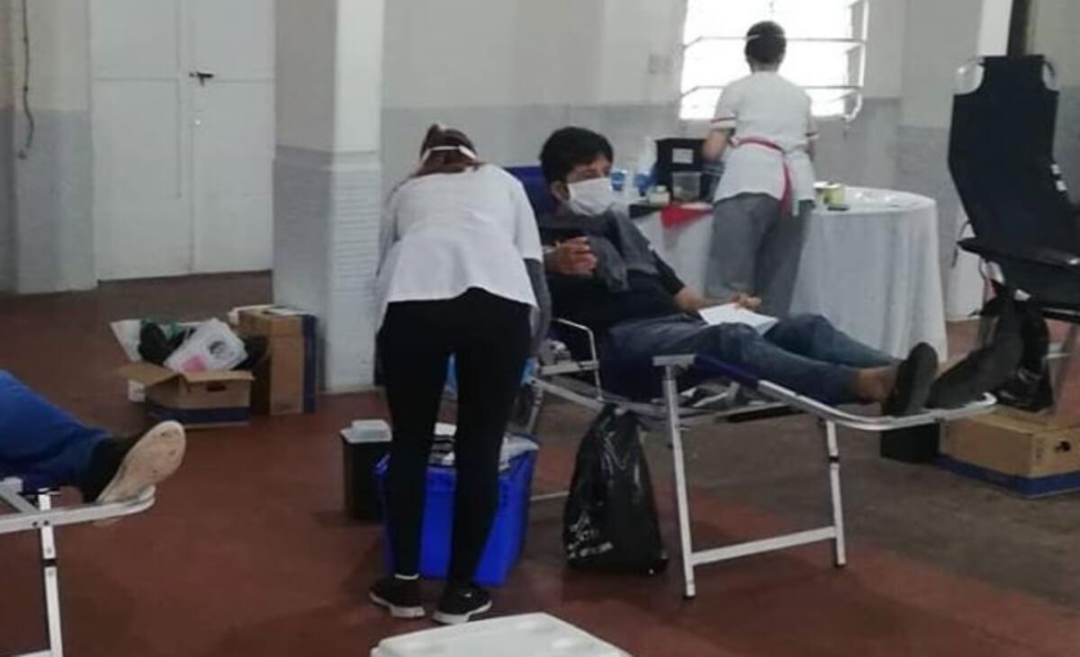 El Club Atlético Paraná se sumó a la campaña iniciada por Patronato y recibió a vecinos que fueron a donar sangre. Fue este lunes por la mañana en la sede social del club. La campaña es impulsada por el Ministerio de Salud para elevar la cantidad de donantes.