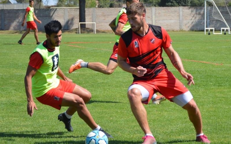 Este martes Patronato desarrolló un nuevo entrenamiento táctico. Con la atención puesta en Oliver Benítez, el equipo continúa su preparación.
