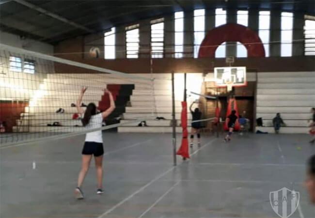 Desde el 1º de octubre se habilitaron las prácticas deportivas en los clubes, por eso dialogamos con gente del vóley de Paracao y Patronato, que contaron cómo fue el retorno a las instituciones deportivas.