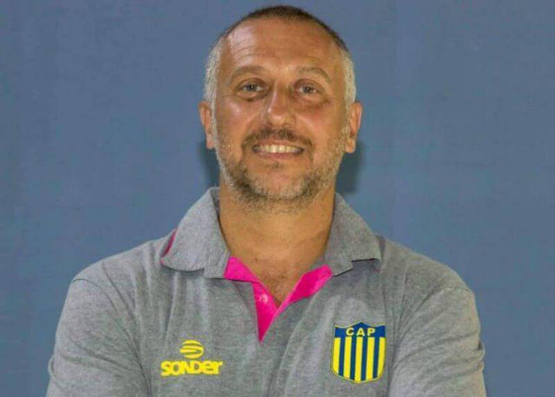 """El entrenador del equipo de vóley masculino de Paracao habló conLa Cábala. """"Consolidarnos en la Liga"""", es el claro deseo del equipo que participará en la Liga de Voleibol Argentina por primera vez en su historia."""