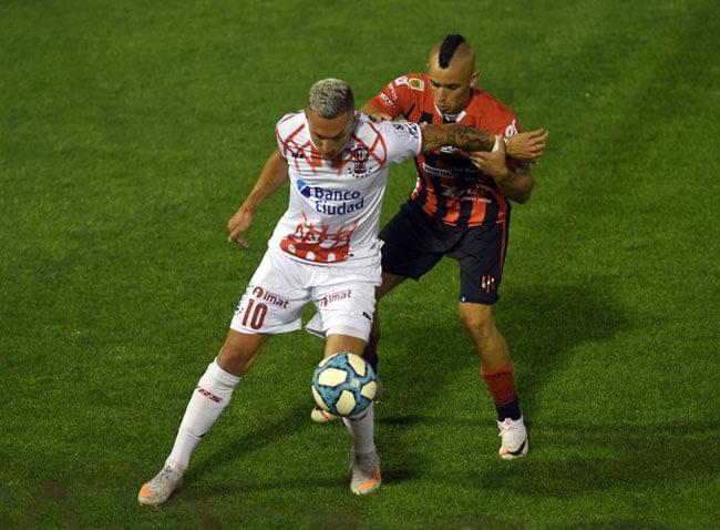 En el estadio Tomás Adolfo Ducó, Patronato sufrió otra dura derrota, esta vez ante Huracán por 1-0. El único tanto del juego lo anotó Garro, a los 9 minutos y Chimino erró un penal. Es la cuarta derrota en cinco presentaciones para el Patrón.