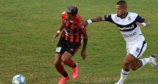 Jugó con uno menos por más de una hora y tuvo la del final, pero no pudo. Patronato sumó por primera vez en la Copa de la Liga Profesional con el empate 0-0 ante Gimnasia. Leandro Marín recibió la roja directa. Con un punto está último en la Zona 6.