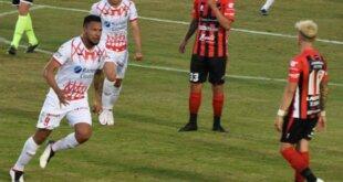 Patronato jugó el viernes ante Huracán en el estadio Presbítero Bartolomé Grella. Fue derrota 2-1 con los goles de Andrés Chávez y Franco Cristaldo para los vencedores; Junior Arias anotó el descuento para elPatrón. Compartimos el relato de la derrotaRojinegra.