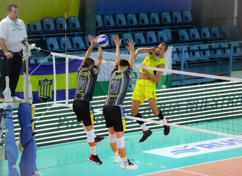 Este lunes Paracao y UPCN volvieron a verse las caras, esta vez por la Liga de Voleibol Argentina, fue victoria del equipo sanjuanino en sets corridos. LaBomba volverá al ruedo el miércoles ante Once Unidos en elMoisés Flesler.