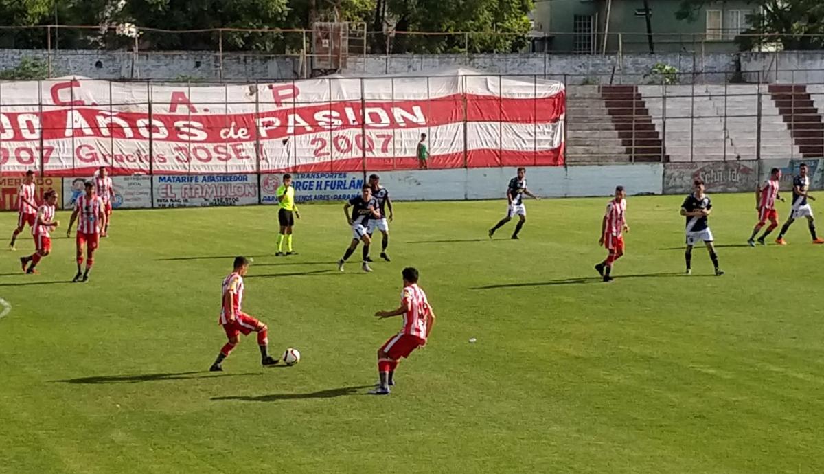 En la final de la Región Litoral Sur del Torneo Regional, Atlético Paraná fue goleado 4-0 por Ben Hur de Rafaela. El decano dejo pasar una chance inmejorable de jugar una final por un ascenso.