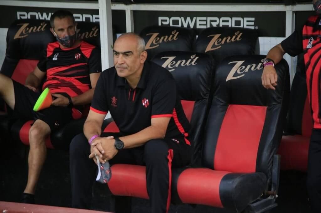Patronato sumó su séptima derrota consecutiva en la Liga Profesional y su entrenador, Iván Delfino, habló en conferencia de prensa después del partido. Con firmeza y esperanza, el DT rojinegro confirmó su fortaleza y aseguro su continuidad en el cargo.