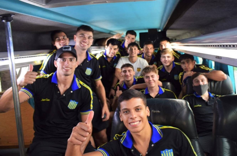 Por la mañana, el plantel del Club Atlético Paracao emprendió su viaje a San Juan, donde disputará las eliminatorios de la Liga de Vóleibol Argentina masculina. El representante entrerriano espera ser protagonista en los cuartos de final de la competencia más importante del país.