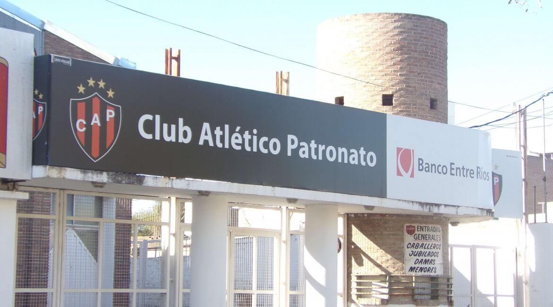 """Este lunes 16 de abril, se desarrolló una nueva reunión en las instalaciones del Club Atlético Patronato. Los apoderados de las listas """"Pertenencia y Crecimiento Rojinegro"""" y """"Primero Patronato"""", se reunieron una vez más y continúan trazando el camino hacia las elecciones presidenciales."""