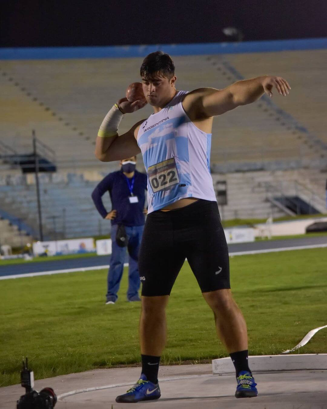 Nazareno Sasia, atleta oriundo de Cerrito, logró su mejor marca en lanzamiento de bala y así conseguir la Medalla de Plata en el Sudamericano que se disputó en Ecuador. Su registro fue de 19,79 metros, detrás del brasileño Wellington Silva Morais que hizo 8 centímetros mas que el entrerriano.