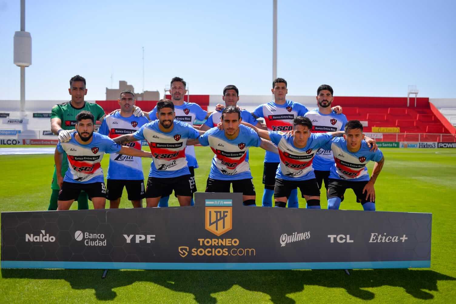 Patronato y Unión se enfrentaron por la fecha 13 de la Liga Profesional de Fútbol. El conjunto santafesino si impuso por 2 a 0, con dos goles de Mauro Luna Diale. Los dirigidos por Iván Delfino, no ganan desde la 6ta fecha, cuando venció 1 a 0 a Central Córdoba de local. El próximo sábado estará visitando a Platense, uno de los rivales directos por la permanencia en la categoría. El encuentro se disputara a las 13:30 hs en el estadio Ciudad de Vicente López.